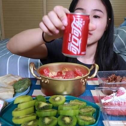 (1)吃播 番茄鸡蛋盖面/咸菜青团/卤肉卷/糯米肉糕/草莓面包 原速:http://www.bilibili.com/video/av22813870#吃秀#