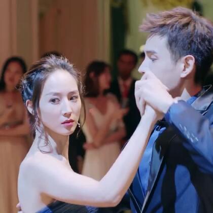#温暖的弦# 占南弦@张翰 和温暖@張鈞甯 ,在舞池中央相会,穿着最美的晚礼服,今夜我只想拥你起舞…