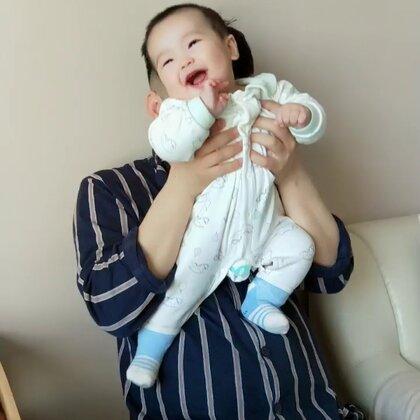 忙爸说这是个治愈系小胖子!每天照顾他都是件快乐的事情!❤❤#家有萌宝宝##我要上热门@美拍小助手#