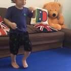 Practicing his moves hehe😊😊😊😍😍😍#音乐##宝宝##精选#