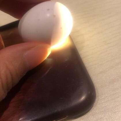 这是第二颗蛋,正在努力的出壳中,不知道明天能不能出来。第一颗蛋昨天出壳失败了,原因很复杂。。。昨天特别难过#宝宝##精选##我要上热门#