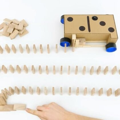 #手工#硬纸板做的多米诺骨牌自动摆放机,边走边摆,真的很省事#多米诺骨牌##科学小制作#