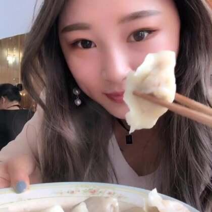 #吃秀##我要上热门@美拍小助手#今天是唐建国的绝育日,可怜的。回来以后小叽咕都不认识它了,狂凶它😂 吃个水饺,这家水饺真好吃!!