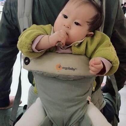 劳克炸鸡➕羊肉汤➕油酥饼,我已经练就了单手抱孩子就能吃的很嗨,啥也不耽误😂😂 这家羊汤是在我们经常吃的小霍烧烤的隔壁的隔壁,太原的宝宝可以尝尝✌️#吃货##溪宝10个月+3##宝宝#