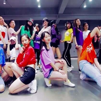 #舞蹈##exid lady##敏雅音乐# 活力的夏天,一起感受我们韩舞班学员给大家带来的青春lady❤!!就是要放肆青春,舞动生命!!每个学员,都是自己的主角!在我眼里,都有自己独特的优点 ✨✨~加油
