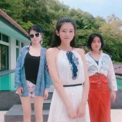 这么魔性的舞怎么能落下,这里是青年舞蹈团体带给大家的表演哈哈哈??#精选##泰国魔性舞##舞蹈#