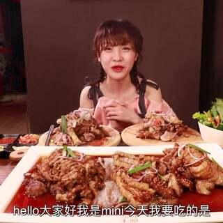 【为食出发】大胃mini肘子不够猪蹄来凑,没吃饱?饭来扣!#热门##吃秀##大胃王mini#@美拍小助手