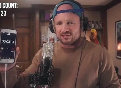 【牛人】 看看国外Rap歌手是怎么在1分钟内说唱400个单词的,简直是太牛了!😂 这节奏太棒了,大神请收下我的膝盖~😍 #外国视频精选#