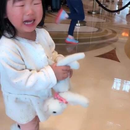 #宝宝##日常##上海迪士尼乐园#这次去迪士尼玩了两天,分为三段发出来,有吐槽的地方…大家可以参考(上集),真的是玩了半条命啊…累死老娘了??今晚直播哦~