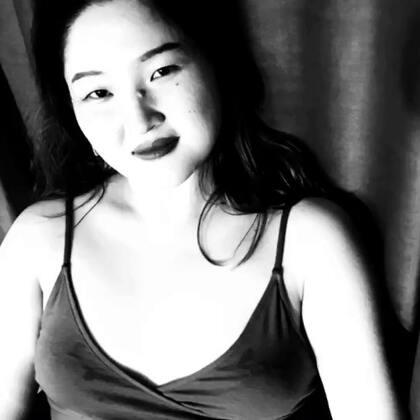 我叫秀玲,长的不漂亮,但却很耐看。17岁独自一人到南京追求梦想,18岁正式工作,19岁失去第一份工作,20岁遇上第二东家,21岁被辞退,同年创业。22岁第一次出国,23岁拥有属于自己的舞蹈学院,24岁-25岁事业上升期,至今26岁未婚未嫁没车没房没存款,但依旧没有停下脚步追求自己的梦想!#我要上热门#