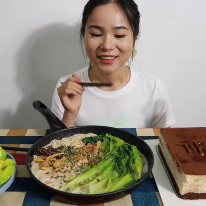 (1) 吃播 提拉米苏 豚骨拉面 小甜瓜~ 原速链接:http://www.bilibili.com/video/av23188191/#吃秀#
