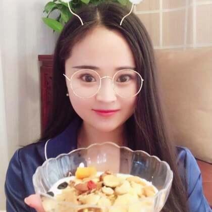 #美食##吃货##吃秀#今晚晚餐,一碗酸奶谷物燕麦片➕一杯青汁,好吃!