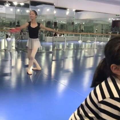 #芭蕾##少儿芭蕾##精选#粉丝来探班雨涵转四圈咯😄。