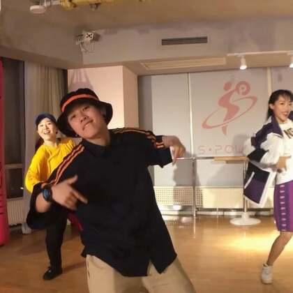 觅炼有街舞第一支视频👏大猫老师的#what about your friends#一半以上都是零基础学员哦,在大猫老师的感染和鼓励下变成了hiphop friends,顺利走上释放自我的#街舞#之路~@S·Power舞蹈 #这就是街舞#的魅力哟