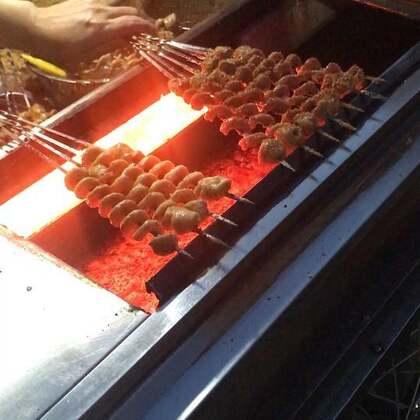 烤肠➕烤面筋。送你99根烤面筋你愿意吗😂 #烤面筋#