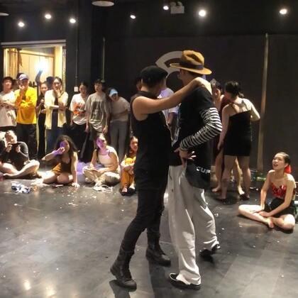 泽栋幸福时刻和百川共舞《爱情恰恰》 #waacking##舞蹈##puresoul#