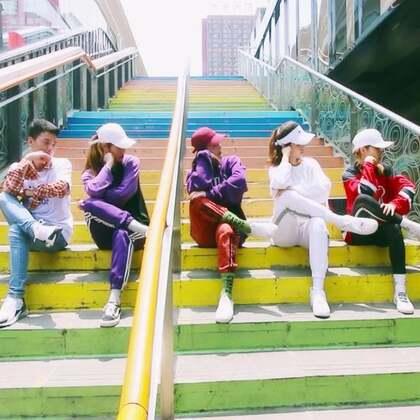 #舞蹈##1million dance studio##敏雅音乐# Zico - Okey Dokey 帅气Urban dance,1m男神作品 @1M_dance @1MILLION_OFFICIAL @JunsunYooReal