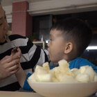 牛奶香瓜超级甜🍈爸爸出门两天,终于回来了,今天北京真是无敌热,我和丢丢今天都穿多了🤣热疯了,好想把头发剪短,不对,不能冲动,剪短更热🤣,今天买的牛奶香瓜,超级好吃,不知道你们那里有没有卖的 😬#丢45个月#