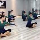 想知道她们学习的是什么班吗?加微信:danse699,告诉你中国舞怎么练习,可以考取哪些证书,毕业后怎么样安排就业!#古风舞蹈##舞蹈#