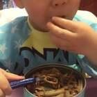 #宝宝##吃秀#阿泡已经吃到吧唧嘴了,太香啦
