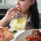 #美食##热门#@美拍小助手 说是叫黄金果,有没宝宝给我科普下?奇特水果美食