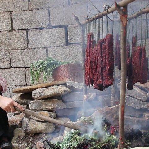 【(滇西小哥)美拍】云南火烧牛肉干巴,做给妈妈的菜...
