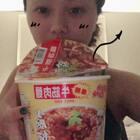 #超级好吃的泰国方便面##我要上热门@美拍小助手##吃秀# 我的胃已经告诉我它超想吃火锅和串串啦,来一碗买之前我也不知道好不好吃但吃了很惊艳的方便面🍜