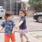 3个萌娃在一起好有爱!@小蛮🌸 ❤️布丁表示这次玩的不过瘾,下次还要再去找小蛮妹妹玩!当时不愿走,还得拉着小蛮一起回酒店,哈哈哈😂#宝宝#