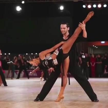 跳个伦巴没大招都不好意思跟人打招呼!小姐姐太美了#热门##拉丁舞##舞蹈#