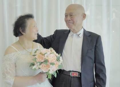 8旬夫妻曾异地恋9年,靠403封情书维系情感,结婚52年仍甜蜜如初#二更视频##爱情##我要上热门#