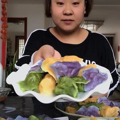 #吃秀##吃货#彩色大饺子,酸菜肉馅的,老好吃了??????