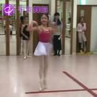 这开了挂的转圈圈!小姑娘棒棒哒👍#舞蹈##芭蕾##转圈#端午拉丁芭蕾特训12大城市同步开启6.16-6.18,详情戳https://mp.weixin.qq.com/s/QaaaaM4qR-ZRnCpF_kz9Ww