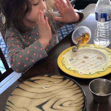 #视频存货3/4/2018##布丁在我家的周末日常# 吃早餐 🍳🥞🍞🍒