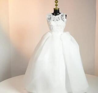 DIY 迷你手工婚纱,不知道我的粉丝宝宝里有多少今年结婚的呢?举手报数~ 美美的婚纱是每个女孩子的梦想,说说你梦想中的婚纱什么样子~#美妆时尚##婚纱##手工#