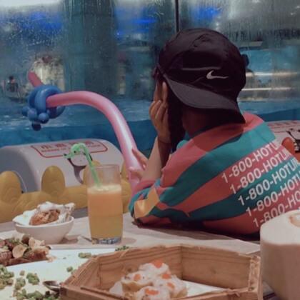 #美拍10秒电影##双胎姐妹欢欢乐乐##宝宝#(七岁六个月)#i like 美食#,哪位宝宝能抵挡住美食诱惑😂😂