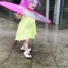 #宝宝##精选##小猪佩奇# 终于下雨了 这可以派上用场了 西西还可以学小猪佩奇跳泥坑了