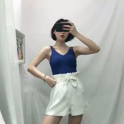 冰丝背心 搭配时装短裤 夏季必备款 喜欢的点个赞😘#穿秀##我要上热门@美拍小助手##夏季穿搭#