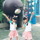 #双胎姐妹欢欢乐乐##宝宝#(七岁半)#舞蹈#,轻松欢快又一洗脑舞#哦买哦买#,祝周末愉快❤️❤️
