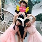 #双胎姐妹欢欢乐乐#(七岁半)#亲子比心大赛##宝宝##舞蹈#不等长大,现在就要说出爱❤️520向妈妈告白,一起跳可爱的比心手势舞~能看出我们做了几个不同的比心动作吗?@巴拉巴拉官方美拍