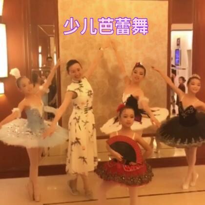 #芭蕾##舞蹈##我要上热门#喜欢这个歌是花游记的主题曲。昨天带几个宝去参加比赛啦😄都表现的棒棒哒。3分06有亮点乱入一位萌萌的帅哥。