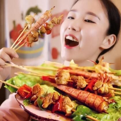 一口平底锅,就能让你撸上串🍡大鱿鱼🍢大红虾🍤还有大鸡腿🍗统统招呼上#自制美食##撸串##平底锅烧烤#@美食频道官方号 @美拍小助手
