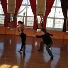 好迷人的身体律动!i姐也就看了20遍+吧。#热门##拉丁舞##舞蹈#