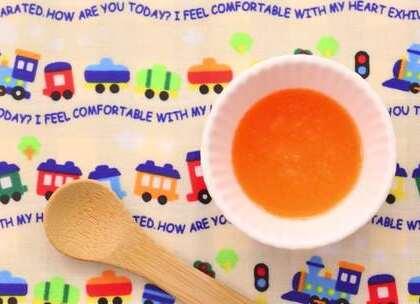 5-6个月辅食:初次添加蔬菜的宝宝建议从单一食材开始尝试,胡萝卜经过研磨过筛处理后更易消化。#宝宝##育儿#@美拍小助手 贝贝粒,让育儿充满欢笑。