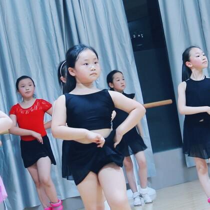 """#舞蹈##拉丁舞#第一次拿到沙袋时,都长大了嘴巴""""哇,好重啊"""",🉑️连跳了两个小时后,老师问""""累吗""""?""""不累,继续!""""🤗"""