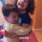 #宝宝#去艾玛姐姐家玩,每次都要上演相爱相杀、前一秒拥抱后一秒抢玩具的戏。不过好在小朋友都不记仇,眼泪擦干了继续开开心心玩起来。如果成人世界可以这样倒是不错。