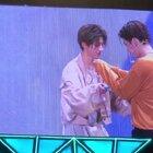 #蔡徐坤# 这俩帅哥默契度。。。赞😝