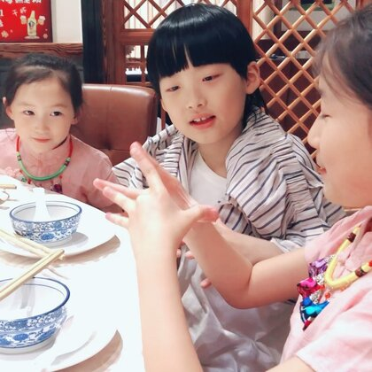 #宝宝##你和我能分开吗#哈哈,整理第二次北京录制6+1的库存发现了这个,乖宝被小姐姐撩了一下🤣他倒没害羞,小姐姐害羞了🤣越看越可爱😆童年真美好😆#精选#