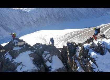 高空航拍新疆天格尔峰,77条现代冰川分布四周,美绝了#二更视频##高颜值##我要上热门#