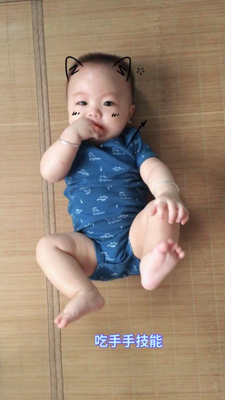 #宝宝##宝宝吃手手##小羽成长记#7M➕7D 小羽吃手手,
