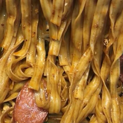#热门##美食##家庭炒面#@美食频道官方号 最近的评论双击少了。看来不跟你们要是不行了,听说要了也不给……555555555